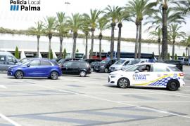 Los taxistas denuncian que una empresa alquila vehículos para transportar a clientes desde el aeropuerto sin licencia