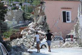Los bomberos afirman que no hay más desaparecidos bajo los escombros causados por el terremoto