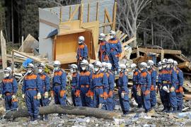 Japón recuerda a las víctimas una semana después del terremoto
