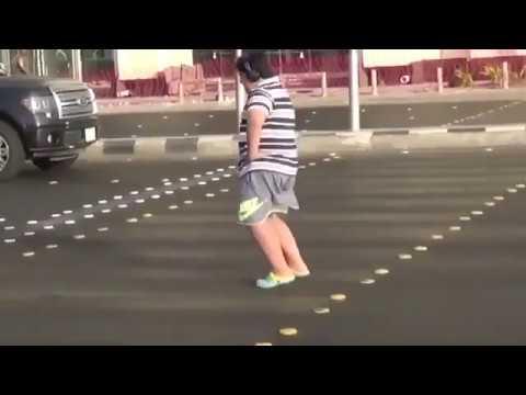 Detienen a un adolescente saudí por bailar 'La Macarena' en la calle