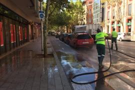 Emaya refuerza la limpieza con agua en 13 barrios de Palma
