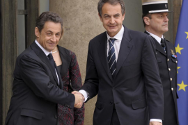 Sarkozy: «nuestros aviones ya evitan los ataques» del ejército libio