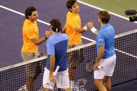 Federer y Wawrinka apean a Nadal y López del dobles