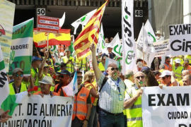 Los examinadores de tráfico desconvocan la huelga indefinida pero mantienen paros parciales a partir de septiembre