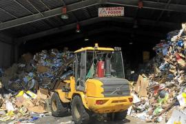 La planta para la recogida selectiva de residuos de Ibiza está colapsada por falta de espacio