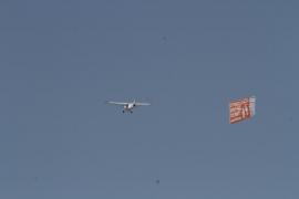 Ben Amics invita a la población de Mallorca a mostrar su oposición a la avioneta de HazteOír