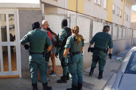 Un integrante de la banda arrolla a un guardia civil al intentar huir