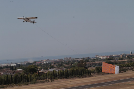 Denuncian a la avioneta de Hazte Oír por sobrevolar Calvià sin permiso