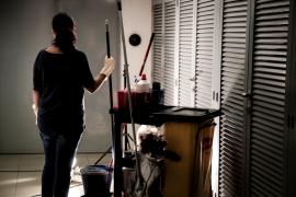 Una camarera de piso: «Cuando luchas por algo que te mereces por ley, te acosan laboralmente»