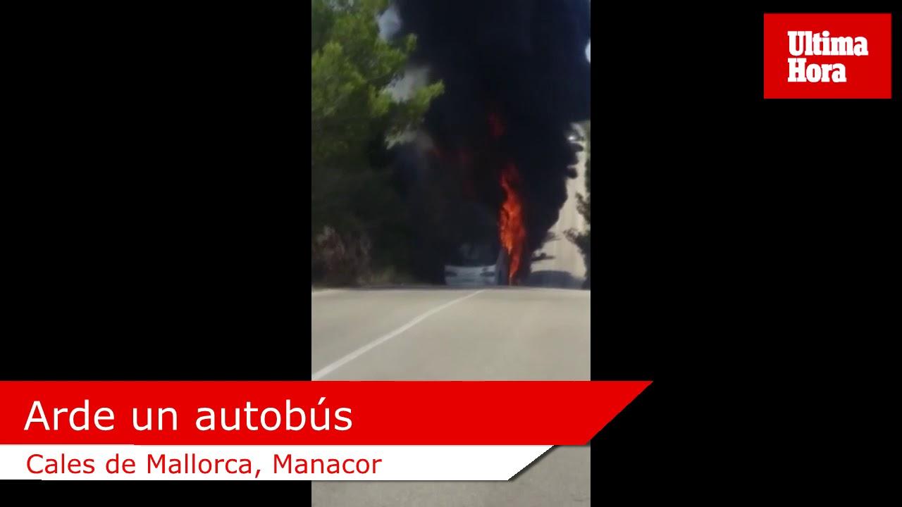 Arde un autobús que se dirigía al aeropuerto desde Cales de Mallorca