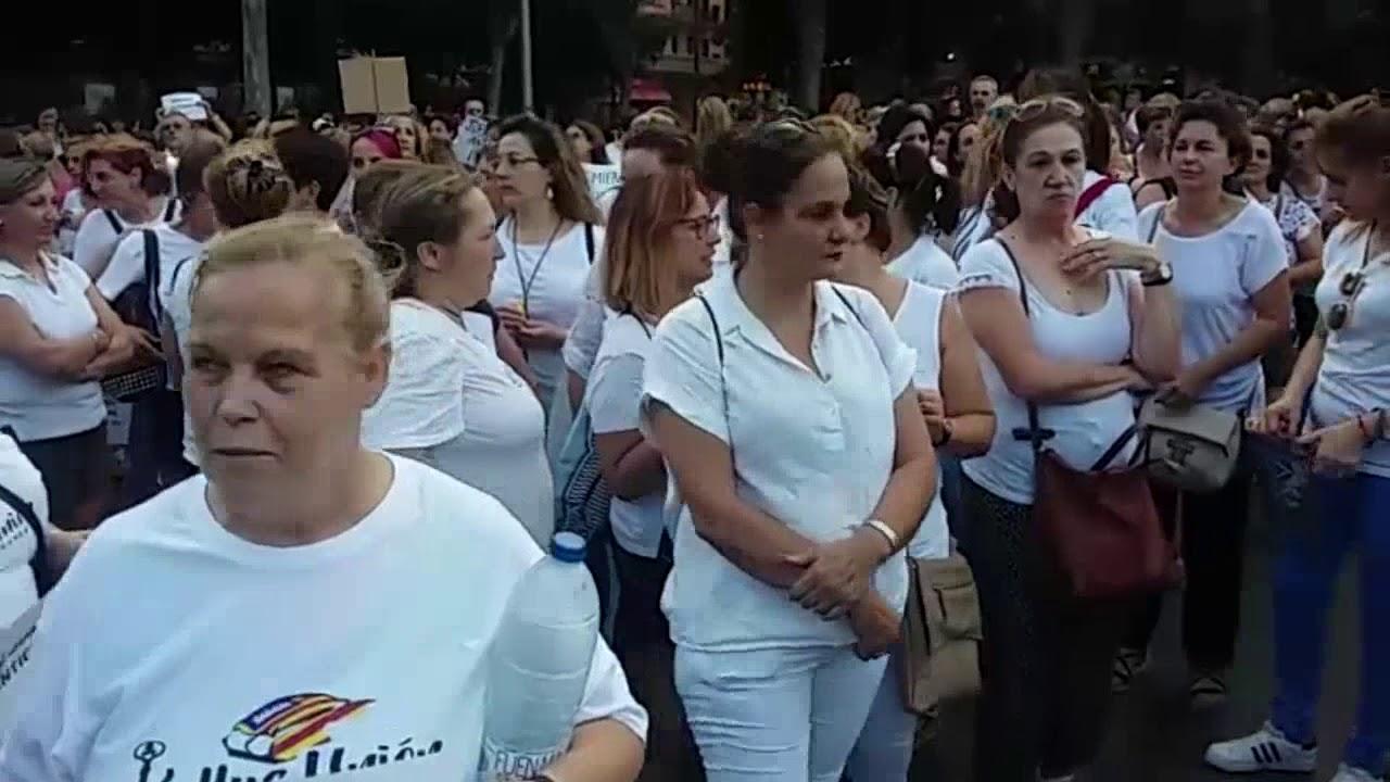 Las camareras de piso se manifiestan en la Plaza de España para exigir mejoras laborales