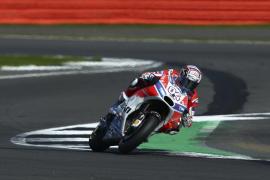 Dovizioso gana en Silverstone, donde Lorenzo termina quinto, y se coloca líder del Mundial