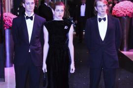 Los hijos de Carolina presiden el Baile de la Rosa