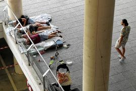 Acampada gitana en Son Espases por un familiar enfermo