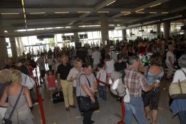 Los aeropuertos de baleares superarán los 1,1 millones de pasajeros del jueves al lunes