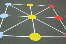 Los peques aprenden a jugar al 3 en Raya en Abacus