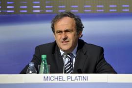 Platini, reelegido al frente de la UEFA por aclamación