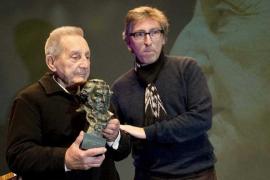 Muere Juan Carrión, el profesor que inspiró 'Vivir es fácil con los ojos cerrados'