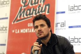 Dani Martín remueve Twitter al responder a un comentario escatológico