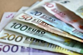 Un hombre encuentra 2.500 euros en la calle y los entrega a la Policía