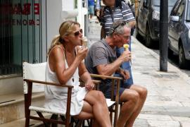 España rebasa en julio por primera vez la barrera de 10 millones de turistas