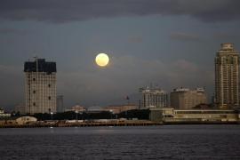 La fuerza gravitatoria que produce las mareas en la Tierra causa terremotos en la Luna