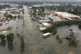 Trágico paso de Harvey deja ya más 30 muertos y 32.000 refugiados en Texas