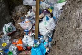La Fundació Deixalles retira los residuos acumulados de nuevo en el torrent de Pareis