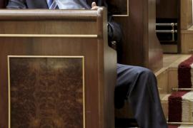 Rajoy acusa a Zapatero de ser una pérdida de tiempo para salir de la crisis