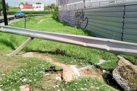 Dos conductores ebrios causan sendos accidentes con aparatosos daños en Vila