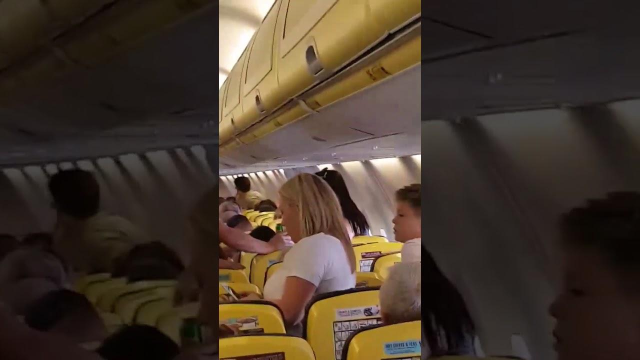 Una violenta pasajera borracha causa estragos en el aeropuerto de Alicante