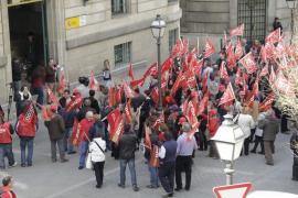 UGT y CCOO salen a la calle en Palma contra el Pacto por el Euro