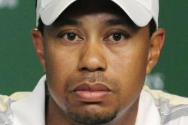 Tiger Woods vuelve a sonreír  junto a una joven de 22 años