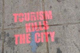 Aparecen nuevas pintadas contra el turismo en la calle Sant Miquel