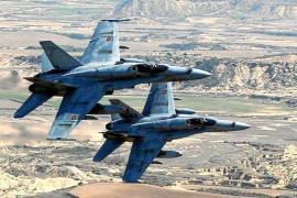 El fuerte estruendo de aviones F-18 sorprende a los vecinos de Ibiza