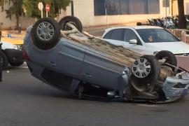Detenido por quintuplicar la tasa de alcohol y volcar el vehículo en la carretera al Aeropuerto de Ibiza