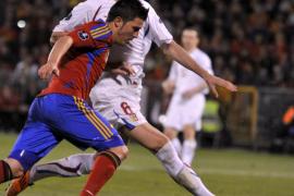 Villa premia la apuesta por el fútbol (2-1)