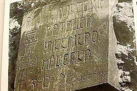 El pleno de Alcúdia aprueba retirar una placa de origen franquista con la abstención del PP