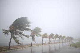 El huracán Irma sigue perdiendo fuerza tras tocar tierra en Cuba