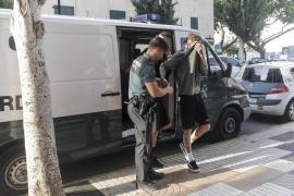 Prisión sin fianza e incomunicada para los cinco jóvenes británicos detenidos el jueves en ses Païsses