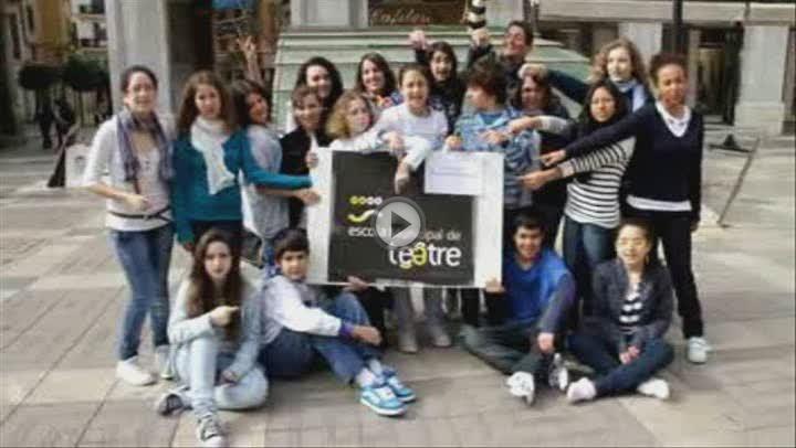 Jovenes aspirantes a actores celebran el Día Internacional  del Teatro