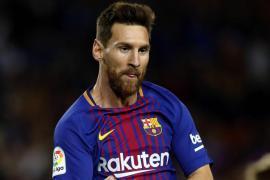 Messi decide el derbi entre Barça y Espanyol con un triplete