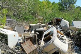 El Seprona se queja de la cantidad de residuos abandonados en el campo