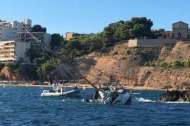 Un velero se hunde en la playa del Oratori de Portals Nous tras impactar contra las rocas