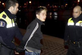 Apuñalan tres veces a un joven en Palma para robarle el teléfono móvil