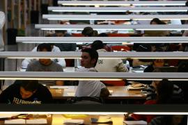 Los licenciados universitarios ganan un 56 % más, según la OCDE