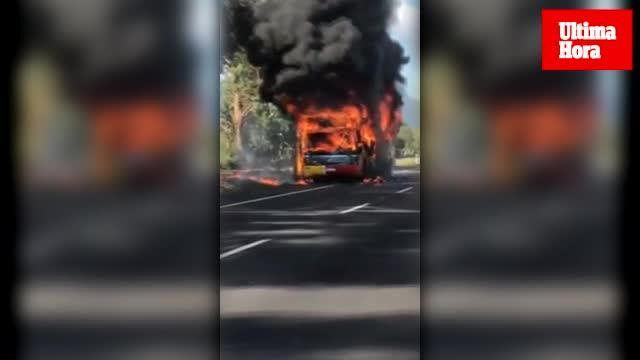 Arde un autobús en la carretera de Pollença