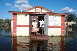 Ocho muertos en un asilo de Florida sin luz tras el paso de Irma