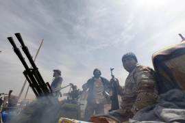 Los rebeldes encuentran resistencia de los gadafistas en Sirte