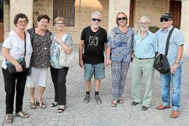 Joan Lacomba presenta su instalación 'EnvaSOS' en el Pati de la Misericòrdia